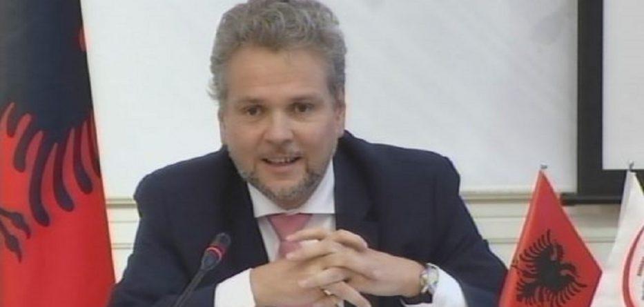 Ambasadori i përgjigjet Ademit: Viti 2019 nuk është 1913!
