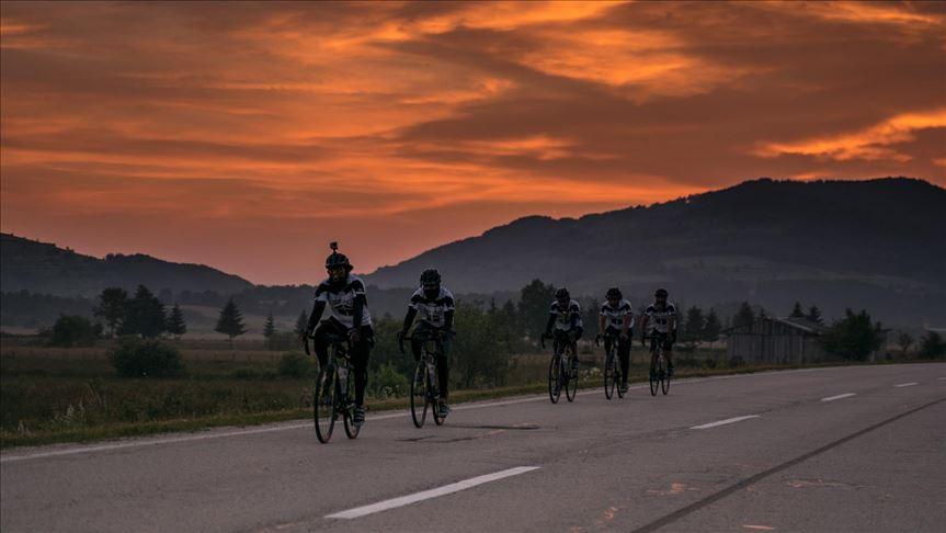 Në haxh me biçikletë, nga Londra deri në Medine