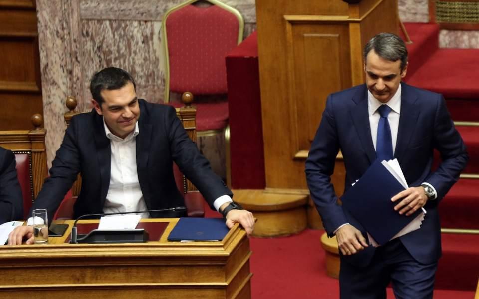 Tsipras pranon humbjen, uron nga telefoni Mitsotakis
