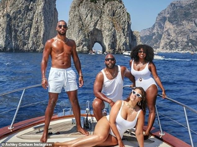 17272560-7356463-Vacation_mode_Ashley_and_Justin_most_recently_enjoyed_a_luxuriou-m-11_1565797646844.jpg
