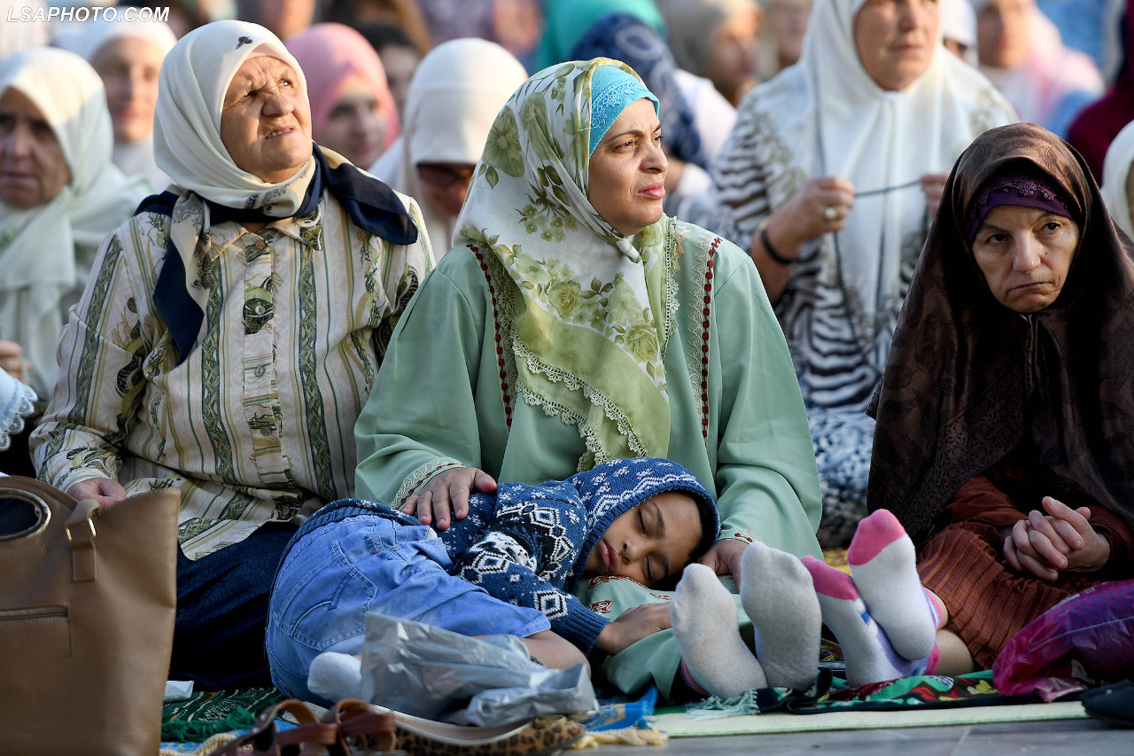 Besimtarët myslimanë në të gjithë vendin festojnë Kurban Bajramin