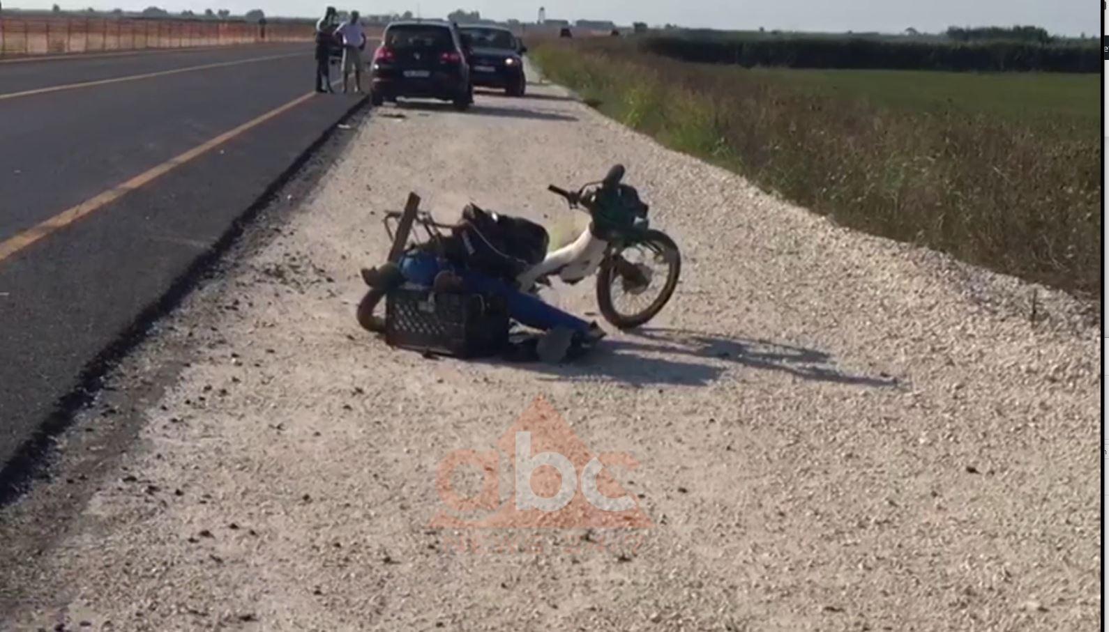 Fier/ Makina përplaset me motoçikletën, vdes 65-vjeçari