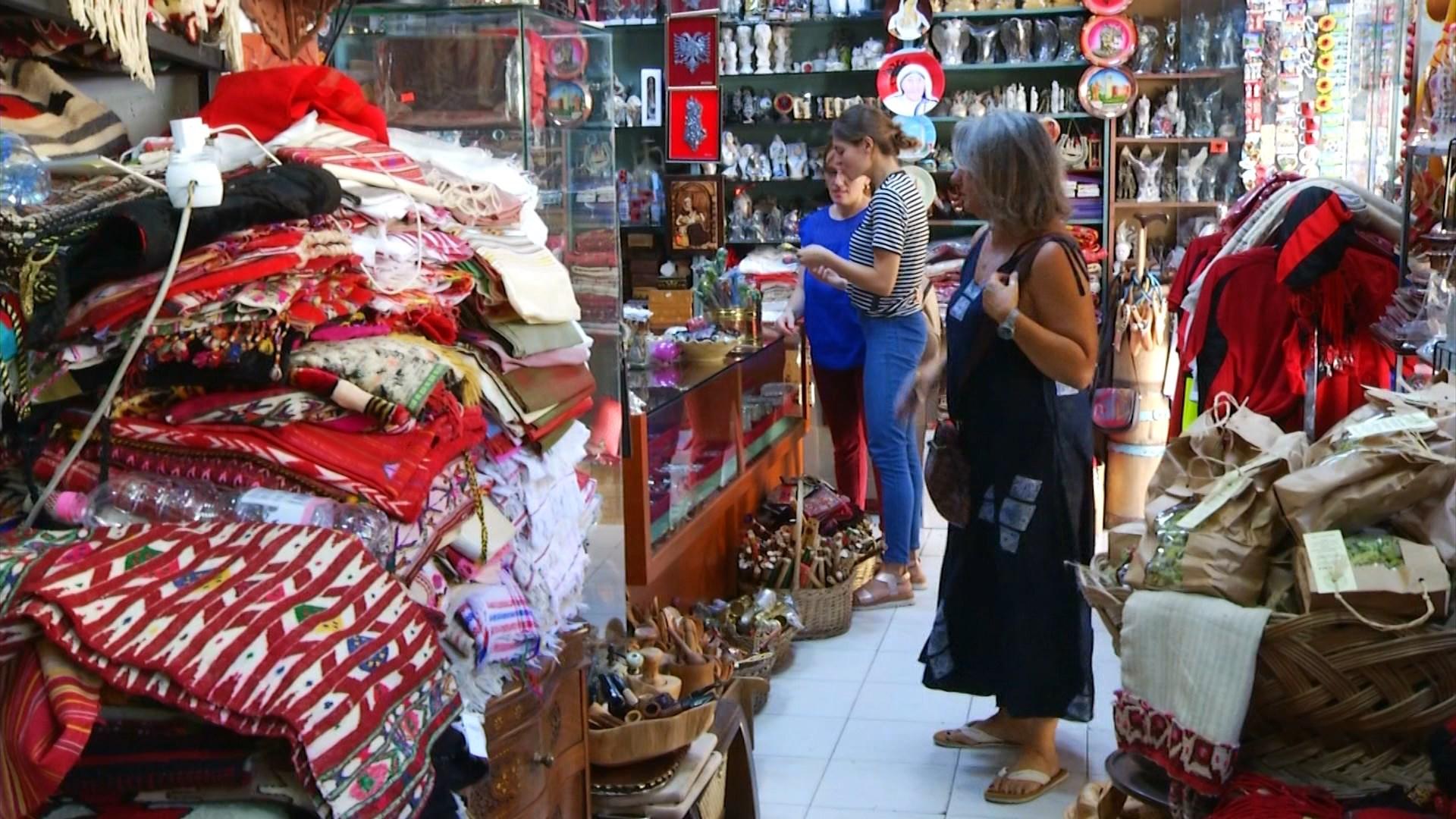 Emigrantët dhe turistët preferojnë prodhimet artizanale shqiptare