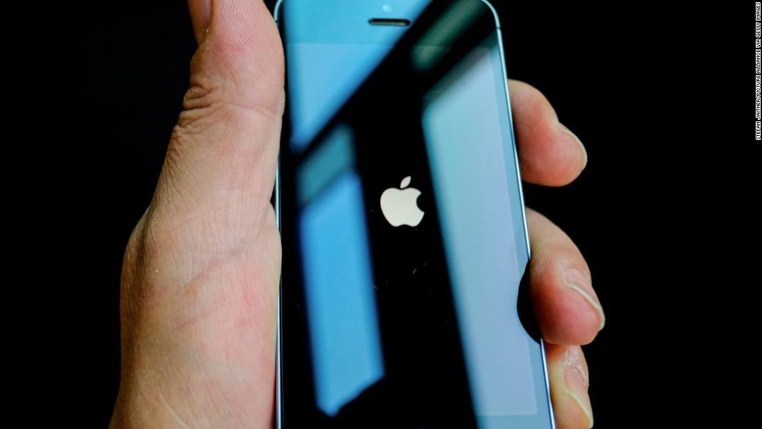 Përgjonin bisedat me Siri: Apple kërkon falje dhe pushon nga puna 300 persona