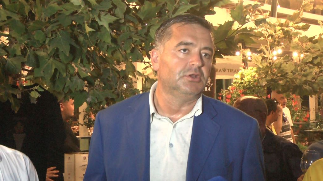 """""""Venë dhe verë"""" në Golem, Klosi: Festat lokale promovojnë produktet shqiptare"""