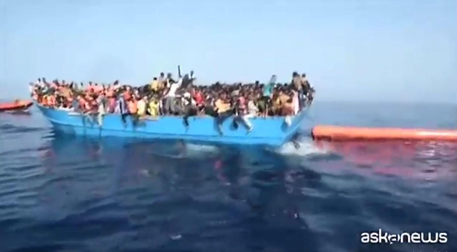 Itali, Salvini bllokon dy anije me emigrantë në ujërat e Mesdheut