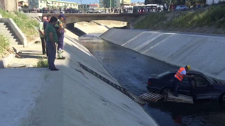 Makina përfundon në Gjanicë, shpëton çifti i moshuar
