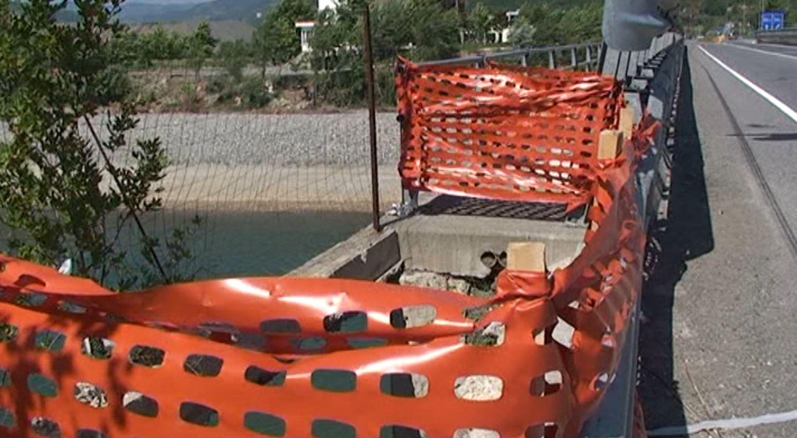 E ndaloi policia, si u mbyt emigranti në lumin Mat