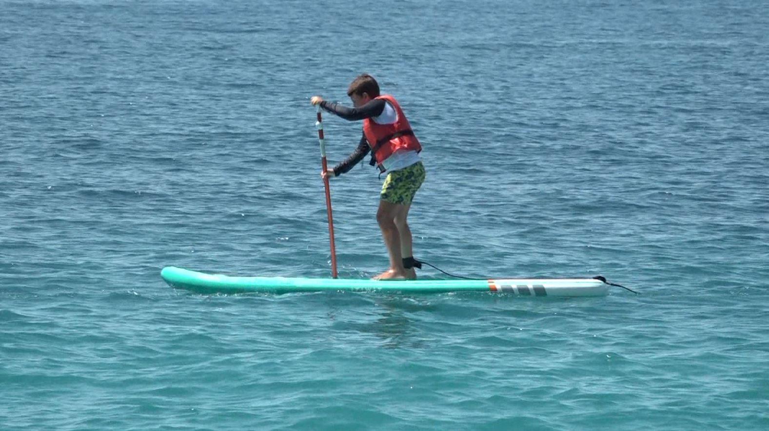 """Fëmijët """"gjeni"""" në sportin e Paddle Board, njihuni me 2 vëllezërit Tomas dhe Petro"""