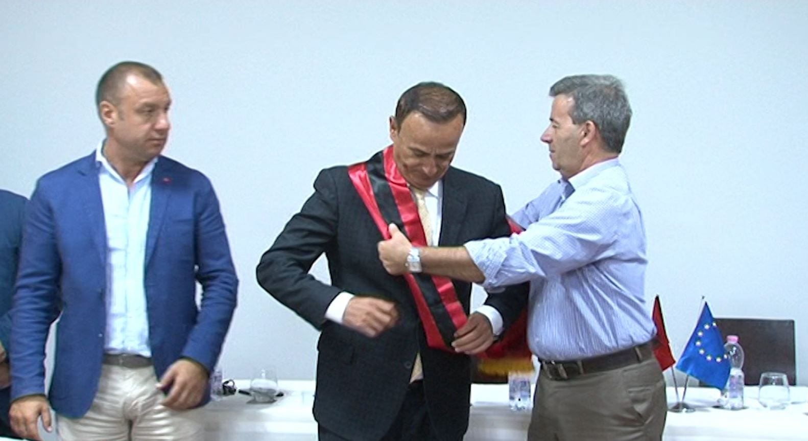 Betohet kryetari i ri i bashkisë së Pogradecit