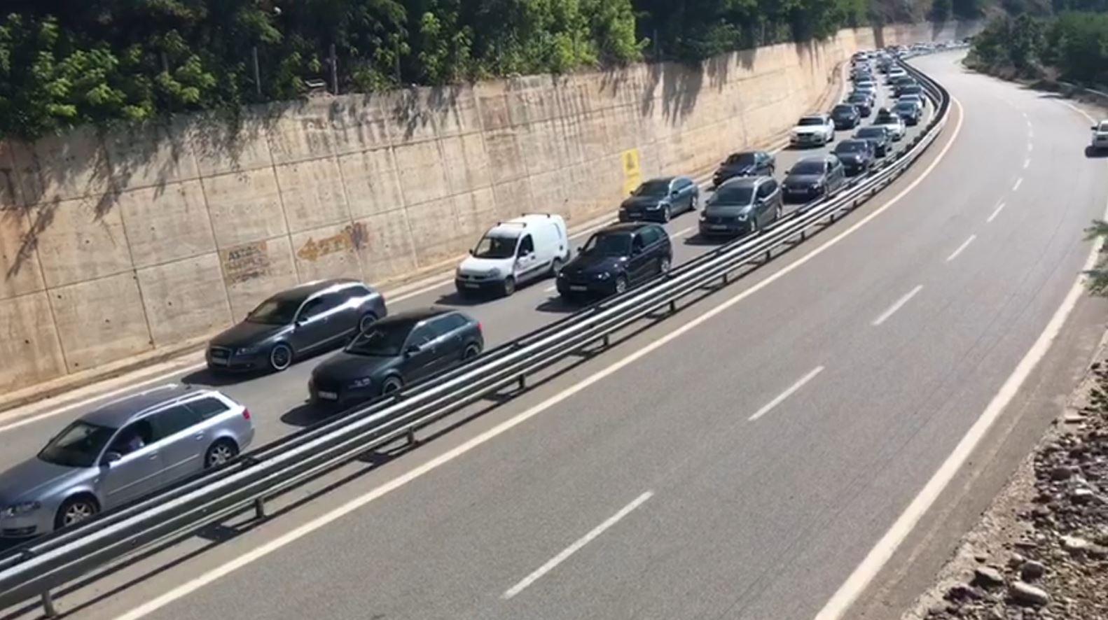 Trafik i rënduar në Rrugën e Kombit