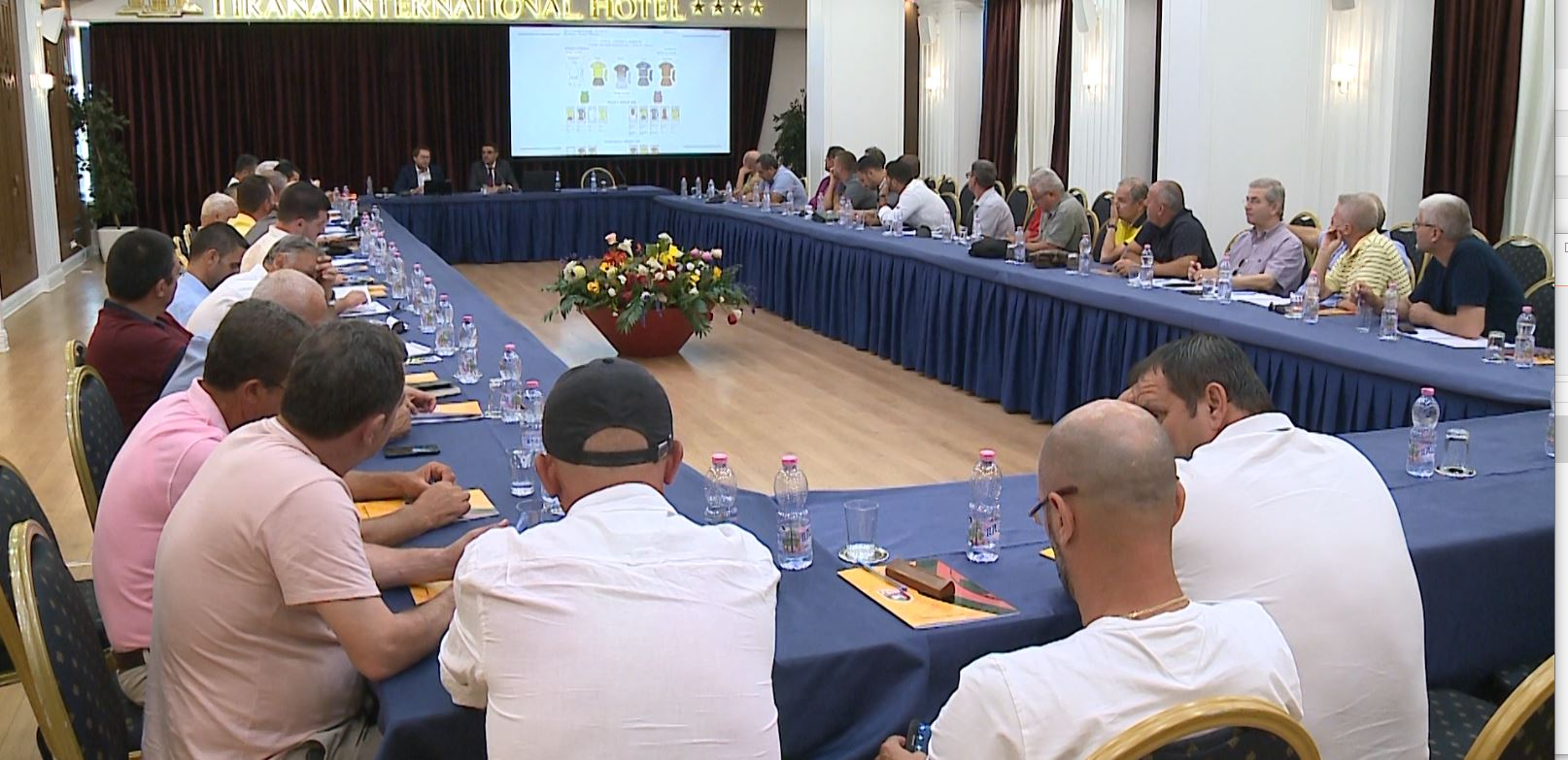 Shefi i delegatëve të UEFA-s në Tiranë, mori pjesë në seminarin e FSHF-së