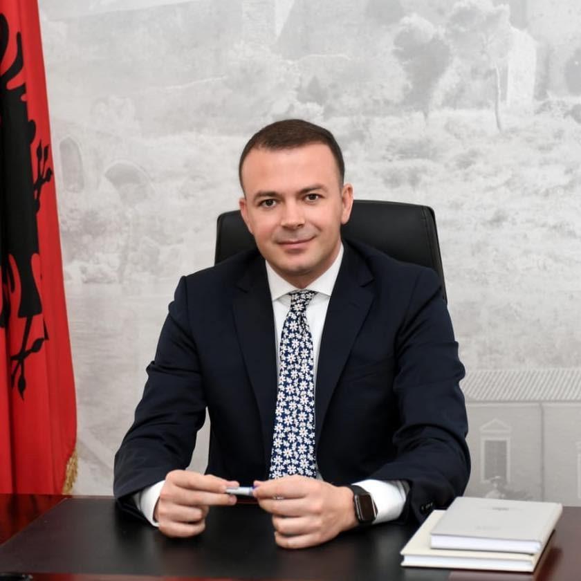 Prokuroria nxjerr letrat: Valdrin Pjetri u dënua për drogë dhe u dëbua nga Italia