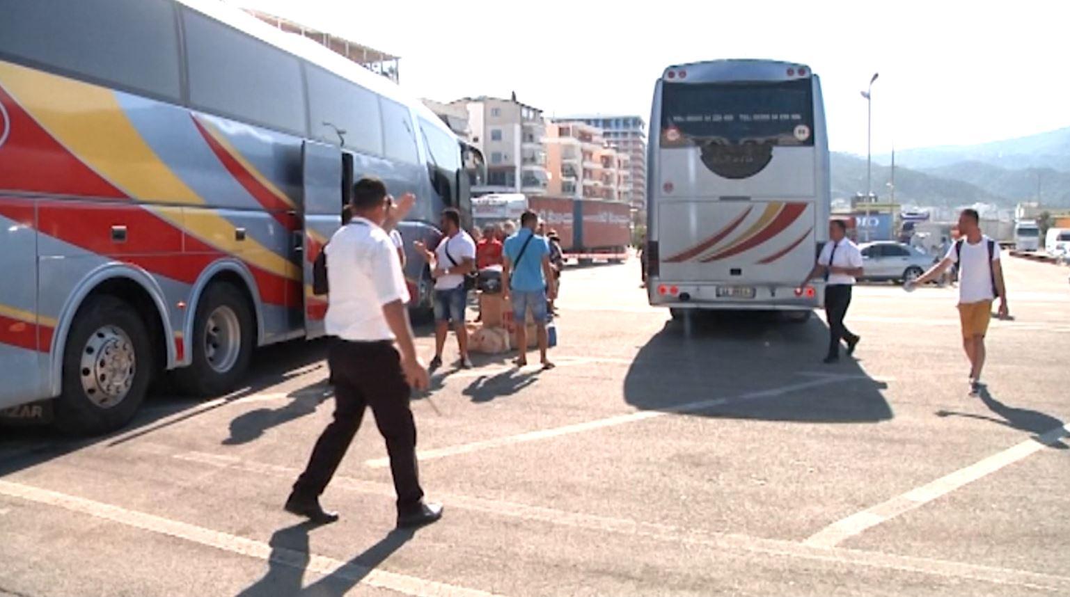 Fluks në portin e Vlorës, udhëtarët të kënaqur me kushtet
