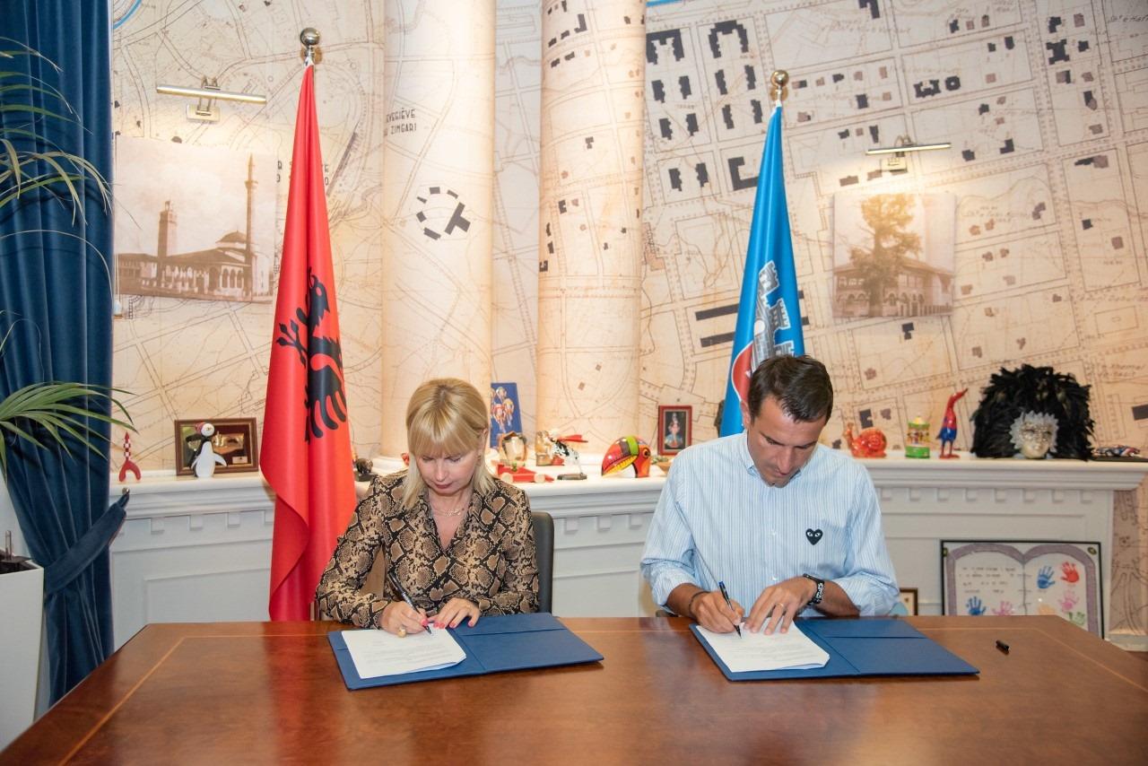 Bashkia e Tiranës marrëveshje me bankat, tarifa të reduktuara për studentët