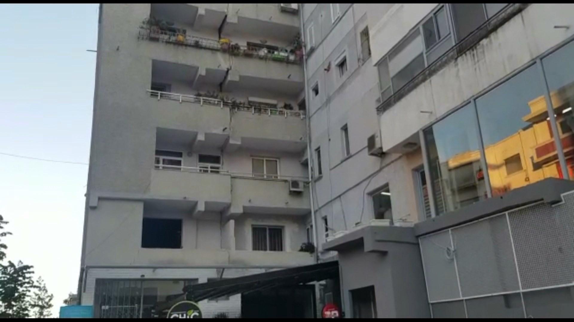 Durrsakët largohen nga çadrat në stadium, fluks qytetarësh për deklarimin e dëmeve