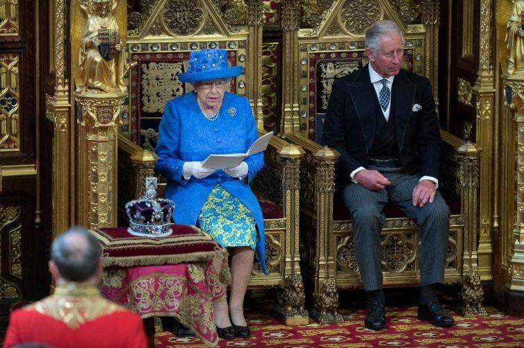 Brexit, Mbretëresha firmos ligjin: Ndalohet largimi nga BE pa marrëveshje