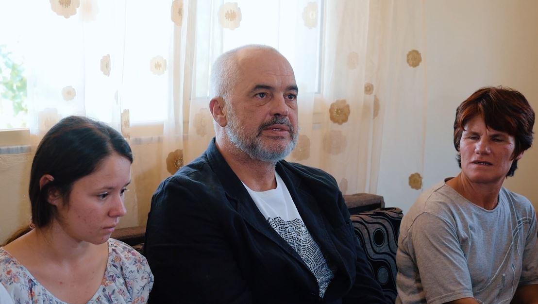 Nisma e qeverisë, familja në Gramsh hyn në shtëpinë e re