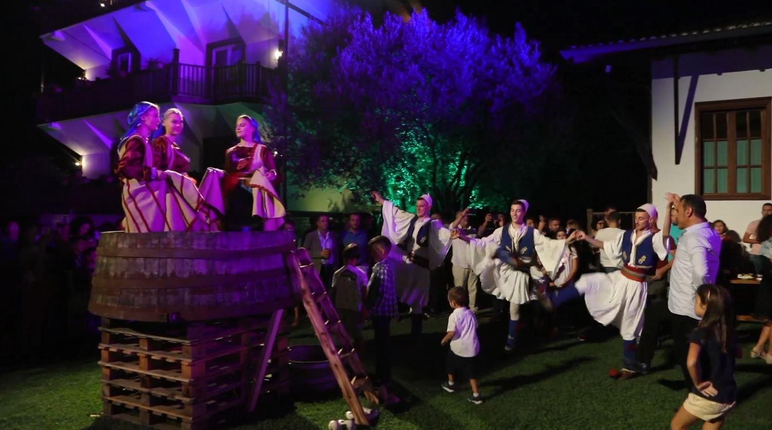 Festa e vjeljes së rrushit në Berat, ministri Klosi: Vitin tjetër do të ndërtojmë muzeun e verërave
