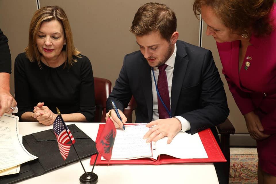 """Memorandum SHBA-Shqipëri për programin """"Fullbright"""""""