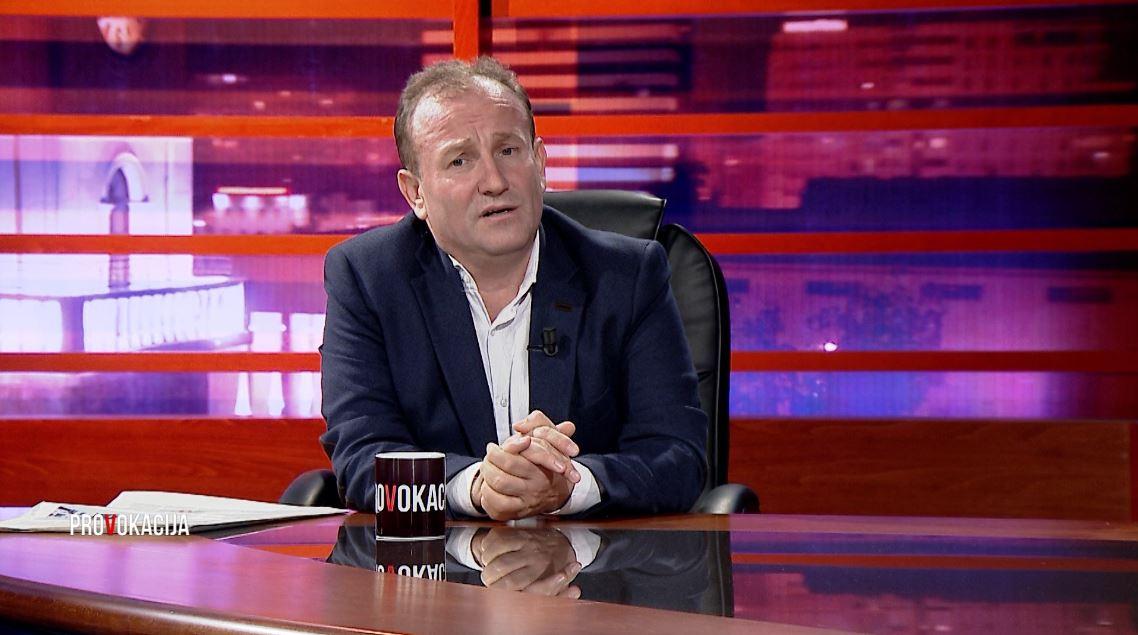 """""""Blloku"""" i Isuf Kalos, Henri Çili: Akt emancipimi, duhet t'i shohim gjërat më gjerë"""
