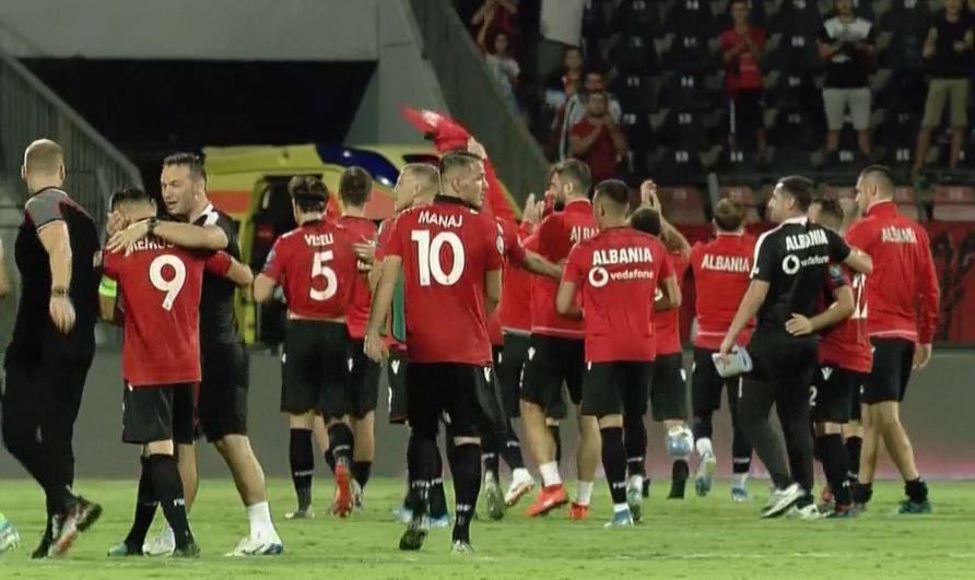 Lojtarët e kombëtares reagojnë pas triumfit bindës