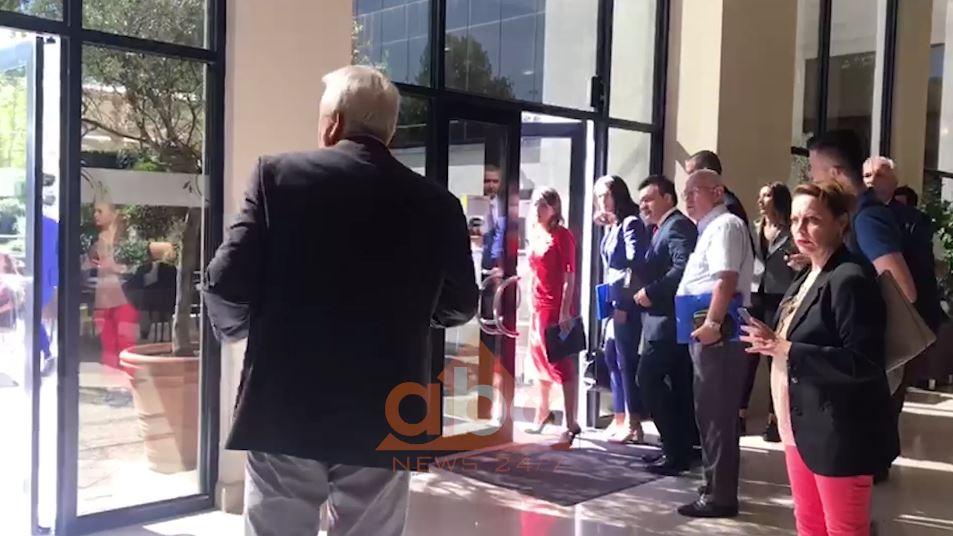 Tryeza për Reformën Zgjedhore, largohen deputetët e opozitës