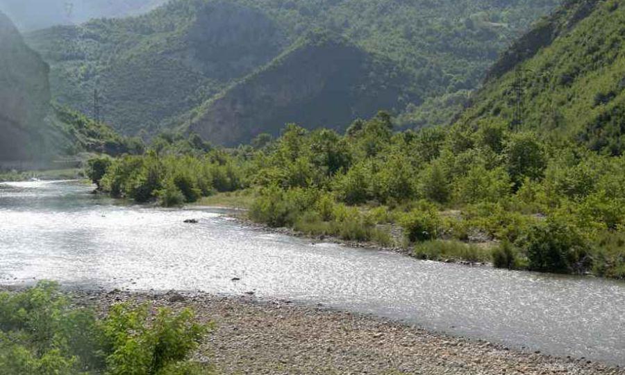 E rëndë në Peqin, gjendet i mbytur në lumin Shkumbin 9-vjeçari