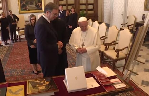 Vuçiç flet tek Papa kundër Kosovës