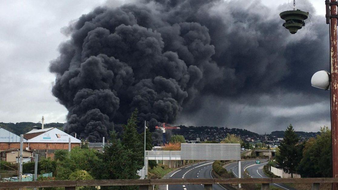Zjarr i madh në impiantin kimik