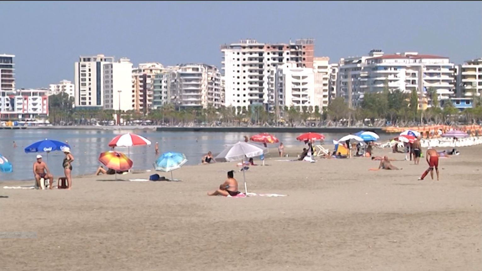 Shumë pushues të huaj në Vlorë: Shtatori ideal për plazh