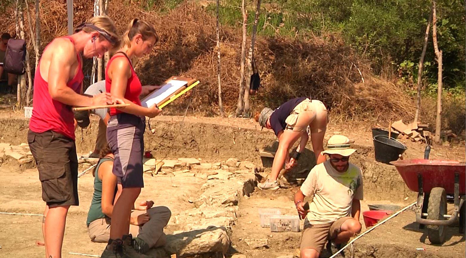 Divjakë, zbulime të reja për qytetin antik të Arnisë, një shtëpi dhe një rrugë