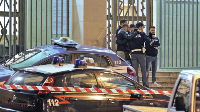 Vriten dy agjentë policie në komisariatin e Triestes
