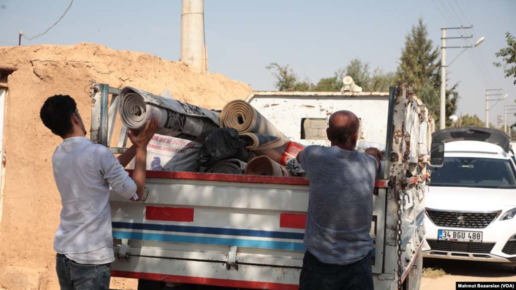 Mbi 100 mijë të shpërngulur nga operacionet turke në Siri