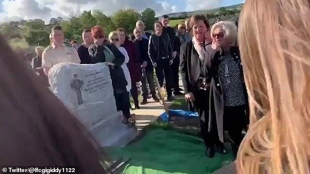 VIDEO/ Duhej të qanin, por të pranishmit ia plasin të qeshurës gjatë ceremonisë së varrimit