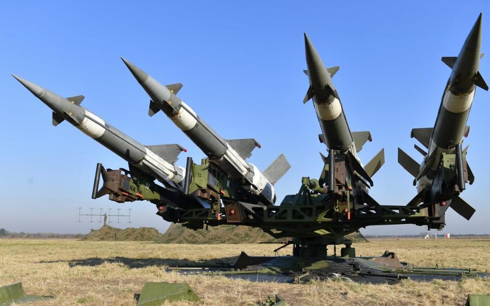 """FOTO/ Rusia dërgon raketat """"S-400"""" dhe """"Pantsir"""" në Serbi"""