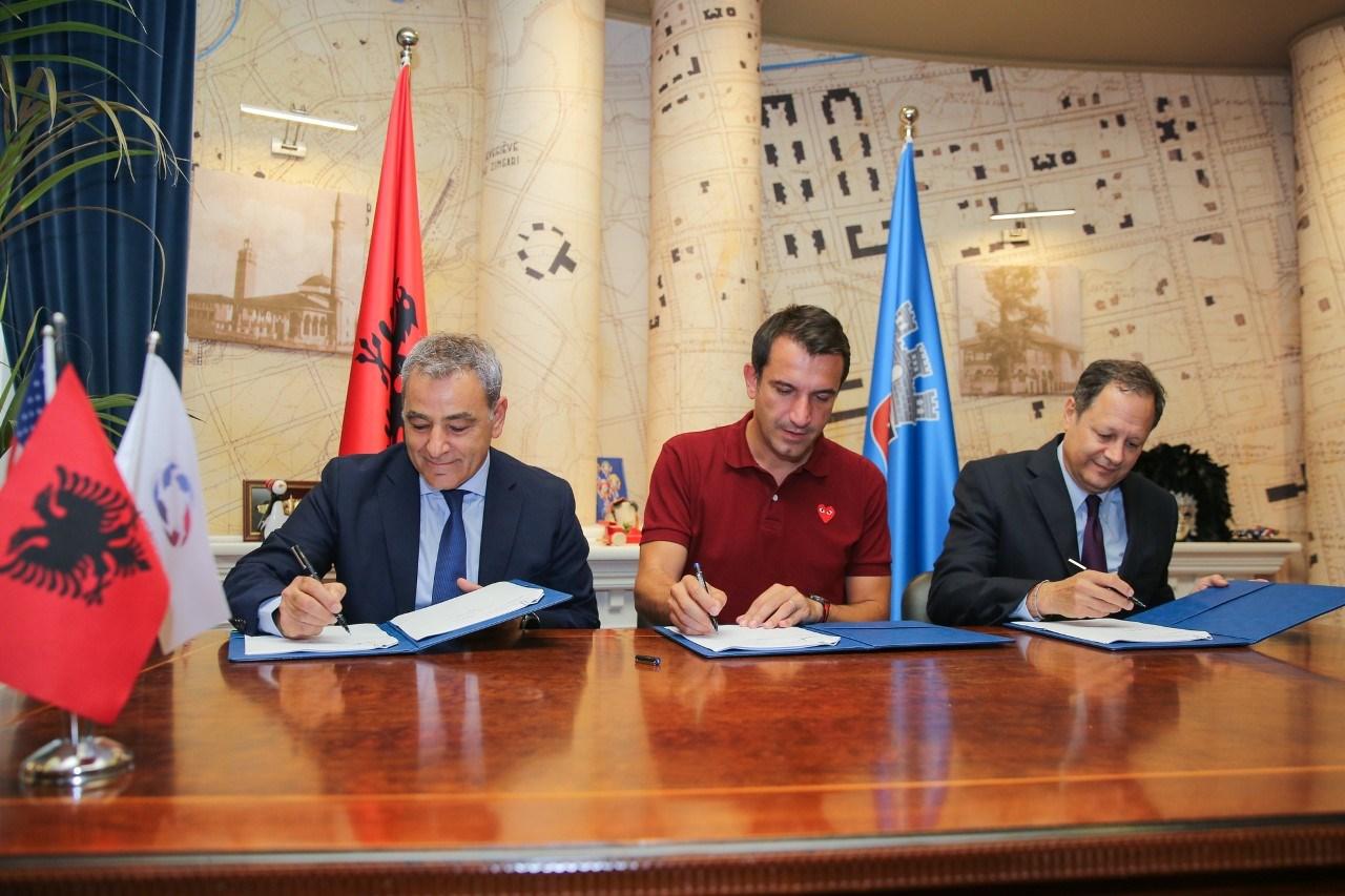 Bashkia dhe AADF firmosin marrëveshjen për transformimin e Piramidës