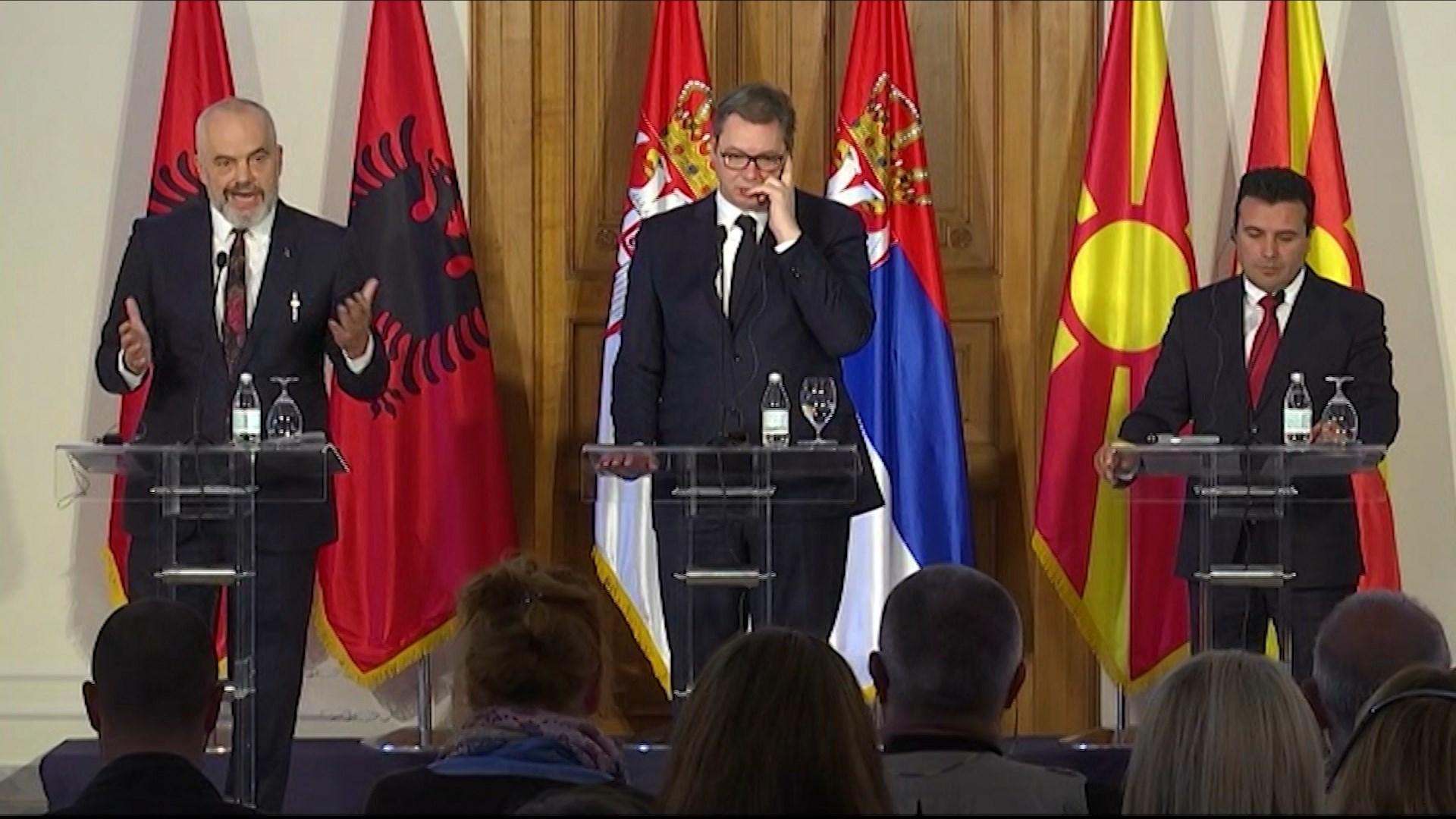 """Rama në krah të Vuçiç e Zaev: S'do të presim BE, brenda 2021 do kemi """"Shengen"""" në rajon"""