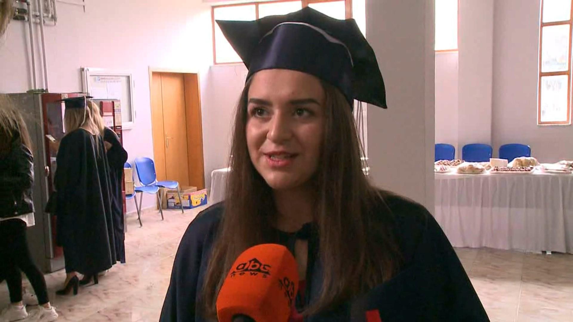Studentët e sapodiplomuar në Korçë: Ja pritshmëritë për punësimin dhe fitimet