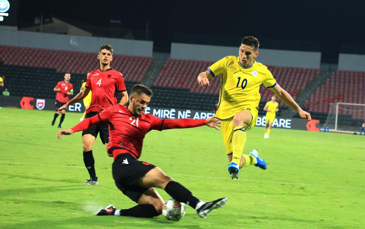 Gola, tension dhe spektakël! Shqipëria triumfon ndaj Kosovës