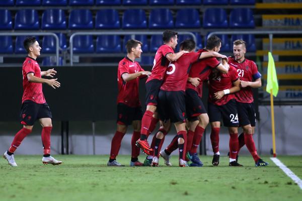 Dëmtimet makth për Shqipërinë, dy lojtarë largohen nga U-21