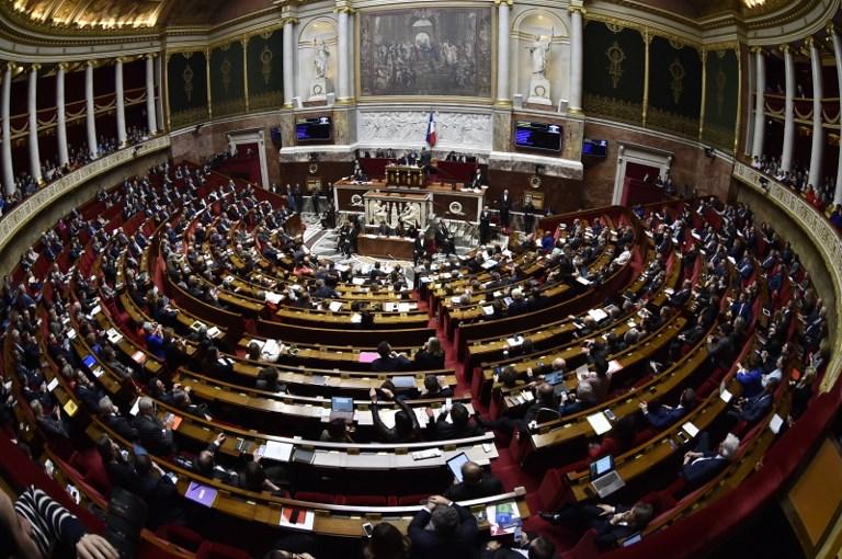 Parlamenti francez diskuton sot për emigracionin dhe azilkërkuesit nga Shqipëria