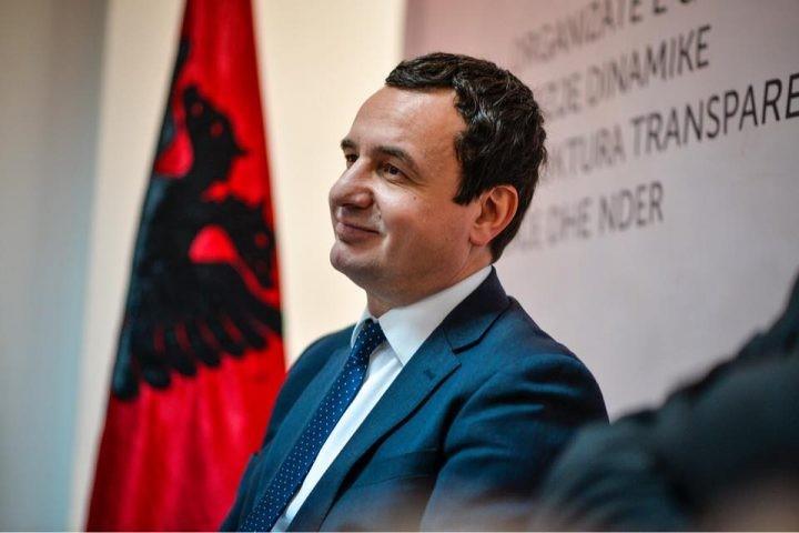 Albin Kurti vjen në Tiranë për të festuar fitoren e zgjedhjeve