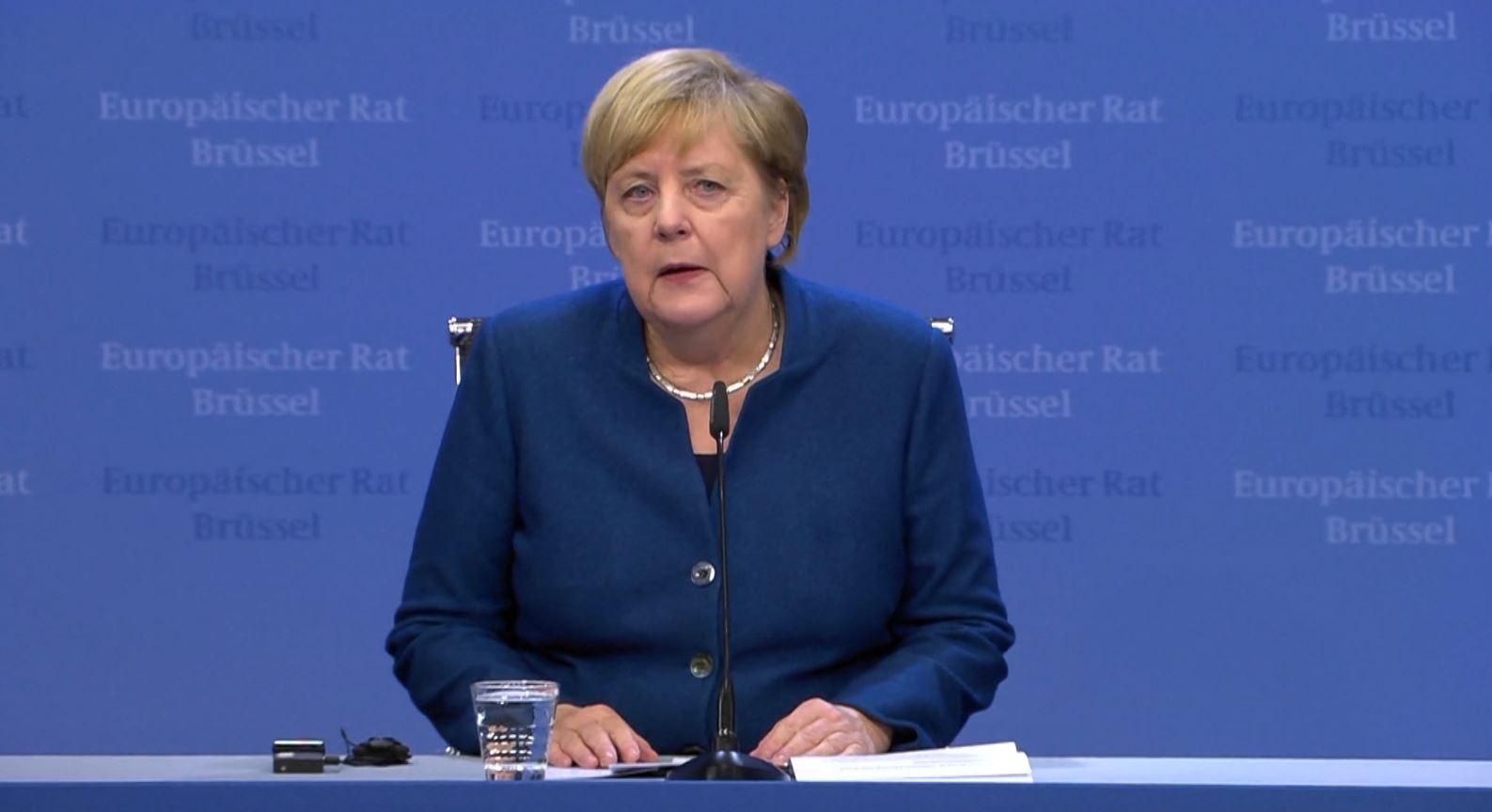 """Merkel do t'i prezantojë Vuçiçit """"planin për Kosovën"""" muajin e ardhshëm në Berlin"""