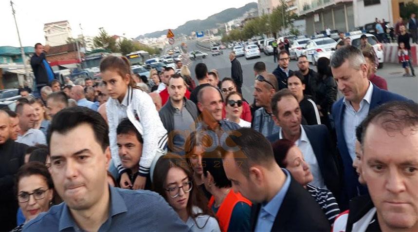 Lulzim Basha mbërrin në protestën e Unazës së Re (Video)