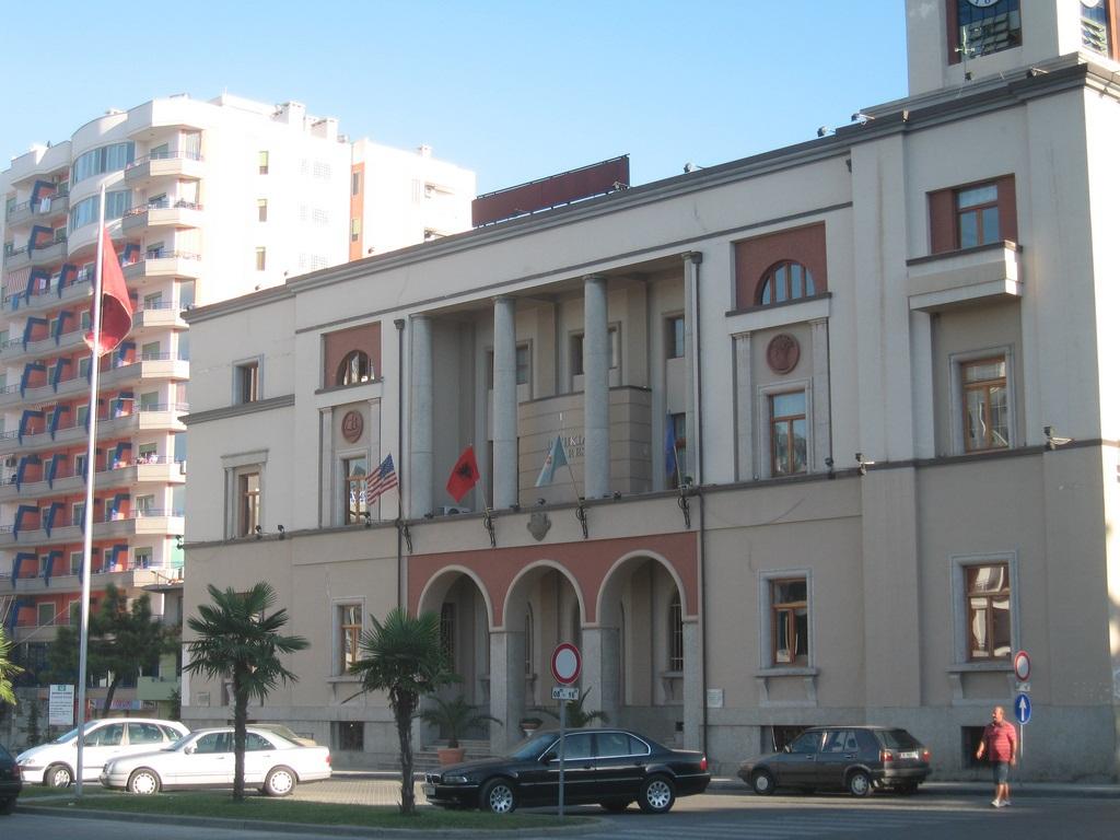 Sherr me kryetarin e PS-së në Durrës, shkarkohet nga detyra sekretari i Këshillit Bashkiak