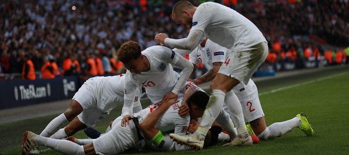 Dy gola brenda 4 minutave, Çeki-Angli nis e zjarrtë