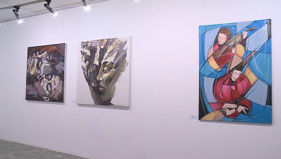 37 piktorë italianë dhe 2 shqiptarë sjellin vetminë e artistit në një ekspozitë