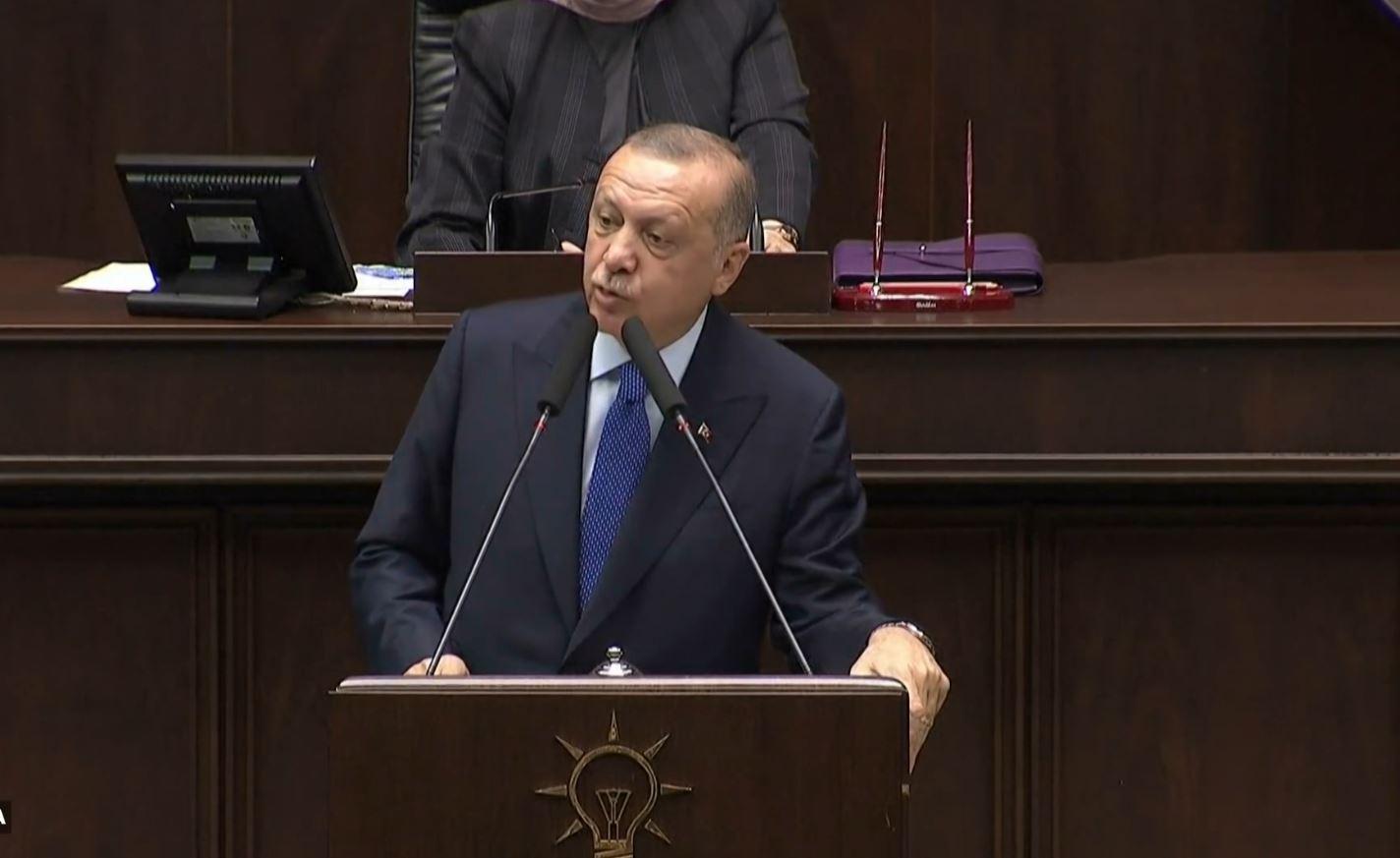 Erdogan vijon të kërcënojë kurdët e Europën: Afat deri të martën për t'u larguar nga kufiri Turqi-Siri