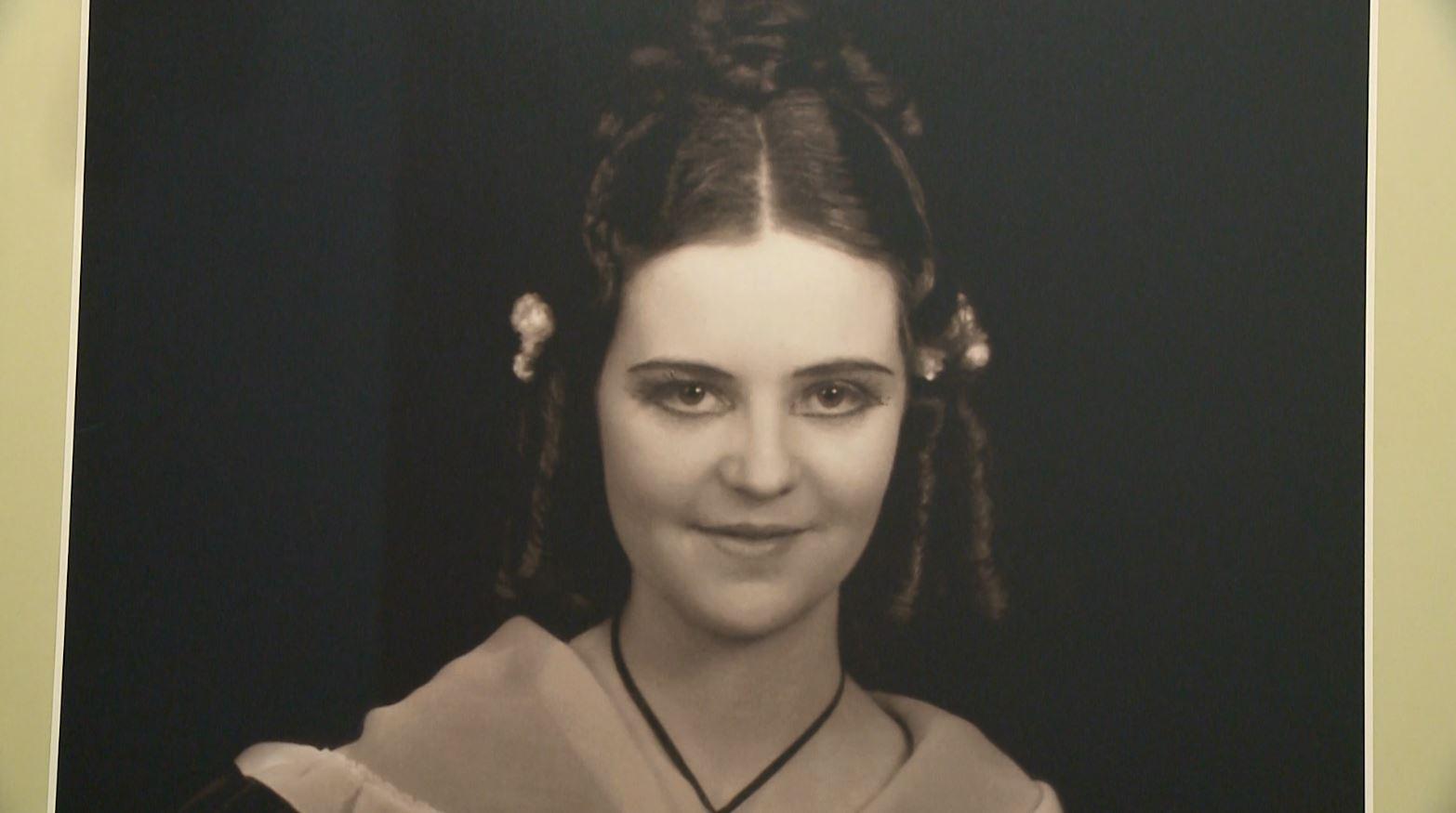 """Jeta e """"Trëndafilit të bardhë"""", mbretëresha Geraldinë e rrëfyer në një ekspozitë"""